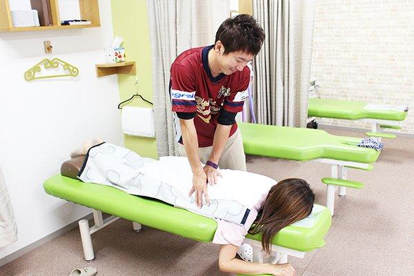 腰痛・ギックリ腰の治療風景